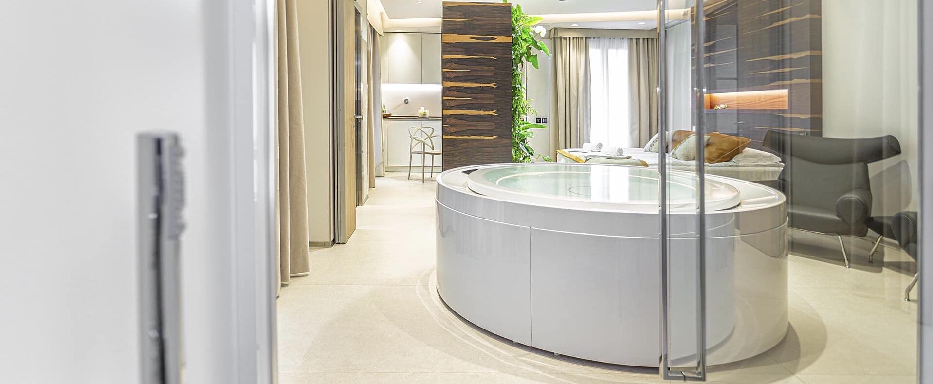Vista di una Suite con vasca idromassaggio